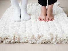 DIY-Anleitung: Upcycling: Teppich aus Fleece-Decken weben via DaWanda.com