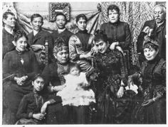 de Pardo de Tavera (seated at the center with baby Andres Luna y Pardo de Tavera) with María de la Paz Pardo de Tavera y Gorricho de Luna (standing from the right) and Jose Rizal (standing from the left). Jose Rizal, Filipiniana, Historical Pictures, Manila, Vintage Photos, Philippines, Baby, La Paz, Baby Humor