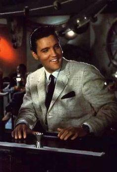 Elvis Presley, love this photo of him. That's the look that was True Elvis Presley. Before Las Vegas. Priscilla Presley, Lisa Marie Presley, Elvis And Priscilla, Mississippi, Michael Jackson, Are You Lonesome Tonight, Elvis Presley Photos, Graceland, My Guy