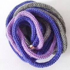 Collana da donna in lana, tonalità grigio e viola