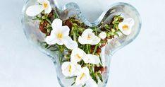 Suomen suosituin maljakko on malliltaan haastava: kaksikymmentä tulppaania näyttää siinä hyvältä, mutta entäs yksittäiset kukat? Kokeile näitä asetelmia!