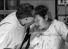 Labor & delivery photos / photography / black and white / newborn / Kendra Baroudi photography