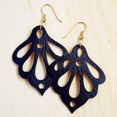 Make these easy leather earrings with the Silhouette! Free cut file included to make your own.