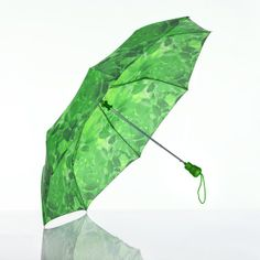 The umbrella also has a 3 fold automatic release and has, as you would expect, a leaf green canopy.