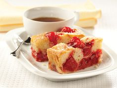 Lucky Leaf Sweet Vanilla Cherry Cake will sweeten your spring morning. Cherry Desserts, Cherry Recipes, Just Desserts, Delicious Desserts, Cherry Fruit, Apple Recipes, Holiday Recipes, Holiday Ideas, Yummy Food
