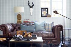 rutig tapet chesterfield soffa läder trofé