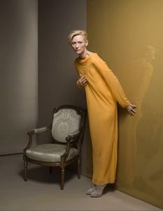 Kate Barry April 1967 – 11 December was a British fashion photographer, who worked for Vogue and The Sunday Times Magazine. Tilda Swinton, Kate Barry, Looks Style, My Style, Vogue, Female Photographers, British Actresses, Mellow Yellow, British Style