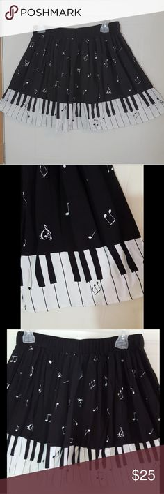 Music note piano skirt Beautiful music note/ piano skirt worn once Hot Topic Skirts Midi
