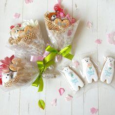 100均で簡単に手作りできて、おしゃれな贈り物として人気な「キャンディーブーケ」。レースペーパーや包装紙などの身近な材料で作れるところがポイント!ちょっとしたプレゼントとして渡すと、喜んでもらえること間違いなしです。 (2ページ目)