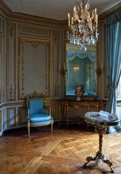 The Meridian Cabinet at Versailles. This private room is where Marie Antoinette would select her daily wardrobe. Chateau Versailles, Palace Of Versailles, French Architecture, Interior Architecture, Palace Interior, Royal Residence, Custom Made Furniture, Blue Rooms, Classic Interior
