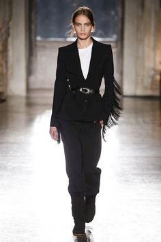 Alberta Ferretti Resort 2019 Fashion Show Collection: See the complete Alberta Ferretti Resort 2019 collection. Look 32 Couture Fashion, Runway Fashion, Fashion Outfits, Fashion Trends, Fashion Ideas, All Black Fashion, High Fashion, Ladies Fashion, Fashion Fashion