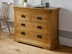 The Farmhouse Country Oak 2 over 2 chest of drawers is hand made my skilled joiners exclusively for Top Furniture. Lowest UK price guaranteed, we wont be beaten.All drawers come with the classic dovetail joints for extra strength and durability and the rusticoak timber is finished with an oiled wax to show off the grain of the sustainable American oak.We are confident that this is the best value for money rustic oak bedroom furniture range in the UK. Find it cheaper? Please let us…