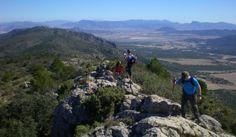 La Sierra de Salinas está compartida por la Región de Murcia y la provincia de Alicante, la cumbre de La Capilla (1238 m)