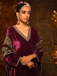 Velvet Suit Design, Velvet Dress Designs, Velvet Pakistani Dress, Pakistani Bridal Dresses, Celebrity Fashion Outfits, Fashion Wear, Celebrities Fashion, Celebrity Style, Wine Colored Dresses