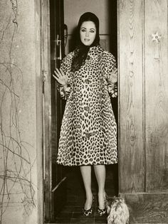 The Iconic and Schmaltzy Elizabeth Taylor in incredible Leopard Print