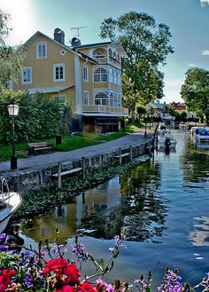 I Love Canals! This is in Trosa, Sverige (Sweden) Places Around The World, The Places Youll Go, Places To See, Around The Worlds, Vacation Destinations, Dream Vacations, Stockholm, Voyage Suede, Wonderful Places