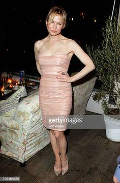 Actress Renee Zellweger attends the Montblanc Cocktail Party cohosted by Harvey and Bob Weinstein celebrating the Weinstein Company's Academy Award. Renee Zellweger, Female Bodies, Awards, Cocktails, Vogue, Girl Celebrities, Actresses, Actors, Beauty
