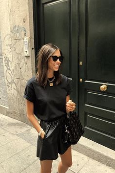 Minimalistic Outfits For Spring Minimalist outfit for spring i Look Fashion, Fashion Outfits, Fashion Quiz, Woman Outfits, Young Fashion, Fashion Weeks, Woman Fashion, Modest Fashion, Hijab Fashion