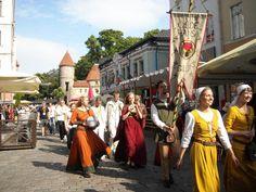 ユーラシア旅行社バルト三国ツアーで行く、エストニア、タリンの旧市街祭