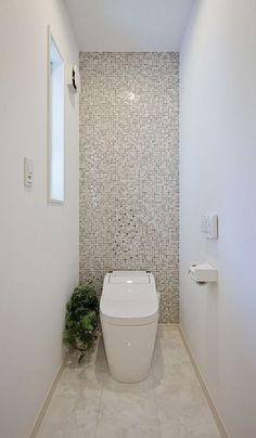 Remodeling Your Bathroom: Choosing Your New Toilet Bathroom Design Luxury, Bathroom Design Small, Modern Bathroom, Light Grey Bathrooms, Small Toilet Design, Small Toilet Room, Modern Toilet Design, Lavabo Exterior, Bathroom Splashback