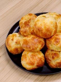 Gougères faciles - The Best Breakfast and Brunch Spots in the Twin Cities - Mpls. Gougeres Recipe, Appetizer Recipes, Dinner Recipes, Snacks Für Party, Football Food, Yogurt, Cake Recipes, Food And Drink, Easy Meals