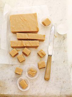 Ricardo& recipe: Dairy-Free and Nut-Free Sugar Fudge Delicious Vegan Recipes, Raw Food Recipes, Food Network Recipes, Dessert Recipes, Vegan Sweets, Healthy Sweets, Vegan Desserts, Dairy Free Deserts, Dairy Free Recipes