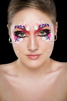 Un peu de couleurs ! Modèle : Julie Leonate / Photo : Cédric Bourion / Coiffure : Alexandre De Klemm-Geiger / Maquillage :Stéphanie Bernard / Produits utilisés : SB Make-Up et Paradise Mehron /  eShop : www.Boutique-Majama.fr