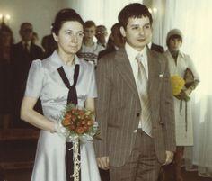 Maria i Lech Kaczyńscy, ślub (1978) Warszawa. Polish People, Old Street, Bridesmaid Dresses, Wedding Dresses, Illustrations And Posters, Shakira, Just Married, Retro, Old Photos
