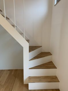 Small Space Staircase, Space Saving Staircase, Loft Staircase, Home Stairs Design, Home Interior Design, Building Stairs, Building A House, Tiny House Stairs, Loft Room