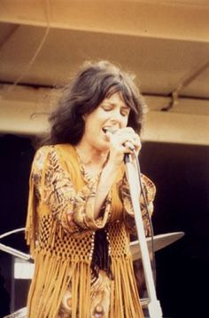 """ Style Icons: Grace Slick ↳""With her heavy bangs, kohl eyeliner and billowing sleeves, Grace Slick embodied the rock 'n' roll allure and psychedelic hedonism of the Lead singer of. Grace Slick, Carole King, Rock Roll, Nana Mouskouri, Jefferson Starship, Jefferson Airplane, Hippie Man, Boho Hippie, Women Of Rock"