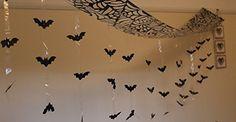 ITP - Halloween 3 Meter Fledermaus Angriff - Hängende Fledermäuse von der Decke Hangende Dekoration - 3m x 30cm