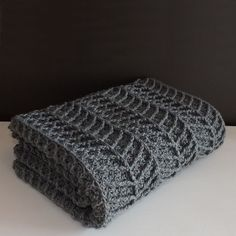"618 Likes, 19 Comments - Kimberley | Lakeside Loops (@lakesideloops) on Instagram: ""With clean lines and a thick cozy feel this modern crochet blanket would make a great addition to…"""
