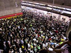 São Paulo (metrô - estação Sé, 18h00)