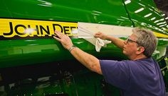 Factory tour image of the behind the scene tours available at JohnDeere factories in East Moline, Illinois and Waterloo and Des Moines, Iowa