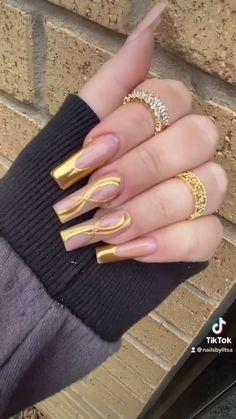 By @fiqnails Lace Nail Art, Lace Nails, Glitter Nail Art, Nail Art Techniques, Nail Art Hacks, Pedicures, Stylish Nails, Press On Nails, Nail Tips