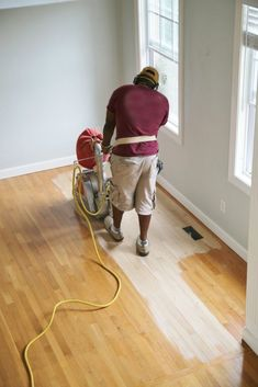 Insight and Tips for Refinishing Hardwood Floors - Sand and Sisal Sanding Wood Floors, Old Wood Floors, Refinishing Hardwood Floors, Diy Flooring, Laminate Flooring, Flooring Ideas, Red Oak Floors, Floor Refinishing, Grey Laminate