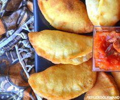 Les pastels sont des petits chaussons garnis d'une sauce au thon bien épicée. C'est un vrai délice pour lequel on devient vite addictif.C'est une spécialité africaine qu'on retrouve dans beaucoup de pays:Sénégal,Mali,Mauritanie....avec des variantes selon...