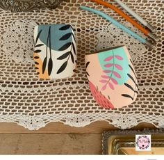 Diy Home Crafts, Creative Crafts, Clay Crafts, Arts And Crafts, Paper Crafts, Painted Plant Pots, Painted Flower Pots, Pottery Painting Designs, Paint Designs