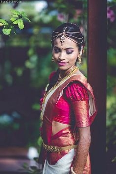 Find the Latest blouse designs that are trending in From halter neck & designs to boat neck blouse design, best blouse designs for weddings. Best Blouse Designs, Simple Blouse Designs, Bridal Blouse Designs, Pattu Saree Blouse Designs, Lehenga Designs, Puff Sleeves, Indian Bridal, Blouse Models, Bridal Makeup