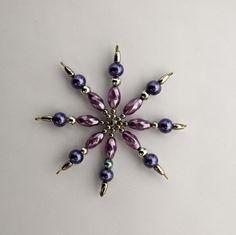 hvězdička z korálků Vánoční hvězdička z korálků a perliček na pevné drátěné konstrukci , velikost 8 cm v barvách stříbrná fialová