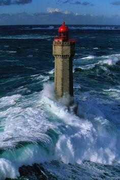 Lighthouse of la Jument in the storm. Erected on a stone called la Jument, Ar-Gazec in breton. Sea of Iroise, west Brittany, France. Lighthouse Pictures, Beacon Of Light, Surfing, Beautiful Pictures, Scenery, Around The Worlds, Building, Lighthouses, Boats