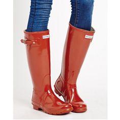 ¿Ya tienes tus Hunter? ¡¡Qué no te pille la lluvia!! #Hunter #otoño #rojo #mujer #lluvia
