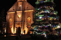 Show de Acendimento de luzes ao lado da Igreja de Gramado, Rio Grande do Sul, Brasil.