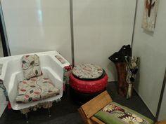 puff d pneu, poltrona de banheira, e castiçal de tronco de árvore...todas as peças exclusivas da designer Josiane Moura.
