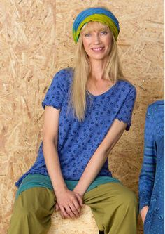 "Gudrun Sjödéns #Naturmode und Bio-Kleidung - Das Shirt ""Try"" aus Lyocell/Elasthan wird von einem wunderbaren Blümchenmuster geschmückt. Bestelle dein Kurzarmshirt aus Lyocelltrikot: http://www.gudrunsjoeden.de/mode/produkte/oeko-naturmode"