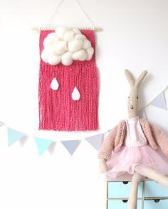 Biała chmurka z różowymi frędzlami - makatka - babkatka - Ozdoby na ścianę