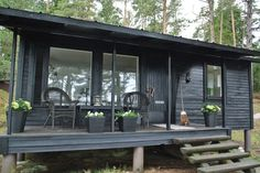 Black tiny cabin living cottage life в 2019 г. Tiny Cabins, Tiny House Cabin, Tiny House Design, Log Cabins, Summer Cabins, Lakeside Cottage, Inspired Homes, Little Houses, Wabi Sabi