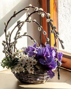 75 Inspiring Easter Flower Arrangements and Floral Décor Ideas Easter Flower Arrangements, Easter Flowers, Flower Centerpieces, Spring Flowers, Flower Decorations, Floral Arrangements, Christmas Decorations, Art Floral, Deco Floral