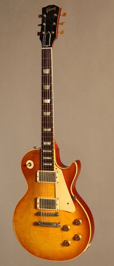 A 1958 Les Paul Standard. Simply breath taking; battle scars and all ❤️