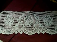 This Pin was discovered by Hei Filet Crochet, Crochet Borders, Crochet Lace, Crochet Patterns, Farm Crafts, Diy And Crafts, Arts And Crafts, Romanian Lace, Crochet Curtains